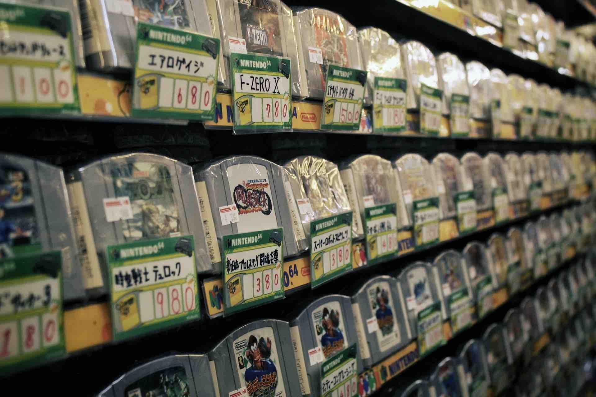 Jeux vidéo d'occasion dans une boutique à Osaka