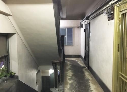 L'interieur de l'immeuble okuno à Ginza avec les escaliers, menant à la galerie d'art.