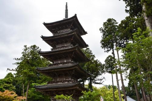 Le temple Myosenji est sa pagode à cinq étages sur l'île de Sado, Niigata