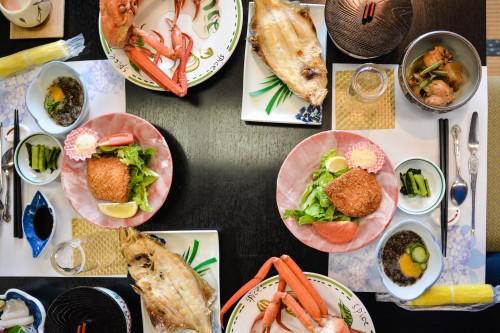 Le dîner du minshuku takimoto sur l'île de Sado, Niigata