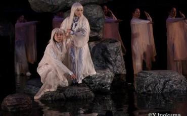 Antigone, célèbre tragédie grecque et l'une des plus fameuses pièces du patrimoine mondial du théâtre, a été créée au 5ème siècle avant JC par le dramaturge Sophocle.