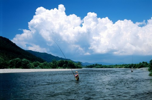 La rivière Miomote de Murakami où l'on pêche les saumons, Niigata