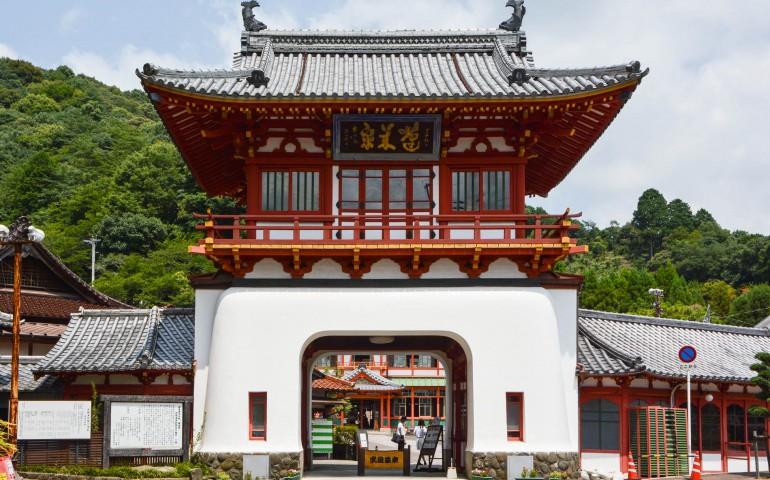Le porte Romon à Takeo Onsen dans la prefecture de Saga