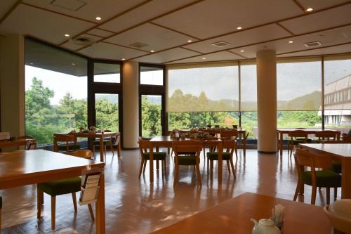 Le ryokan Mifuneyama Kanko Hotel à Takeo Onsen dans la prefecture de Saga avec la salle des repas