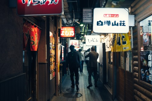 sapporo, rue des ramen, yokochou, nuit