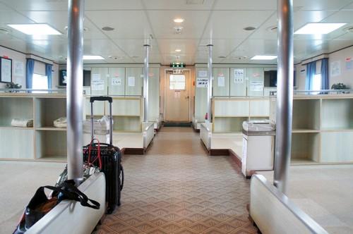 L'intérieur du ferry pour se rendre dans la péninsule de Kunisaki : salons
