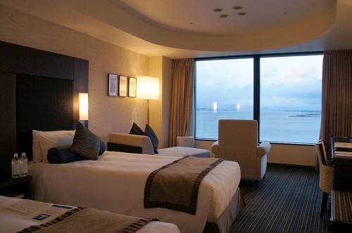 Chambre d'hôtel avec vue panoramique sur le lac Biwa, le plus grand lac du Japon, le lac Biwa