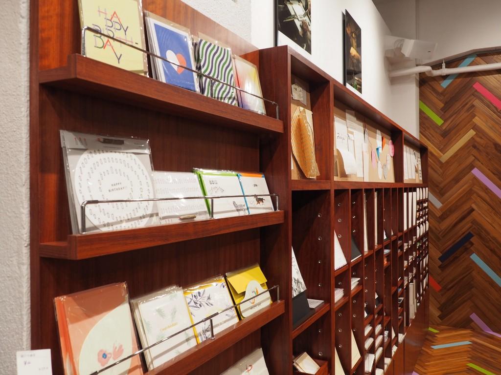cartes japonaises dans une papeterie à Tokyo
