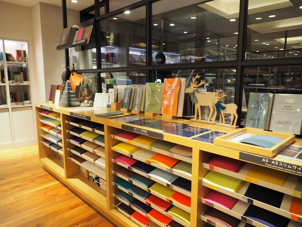créez vos propres carnets à Itoya, une papeterie japonaise à Ginza