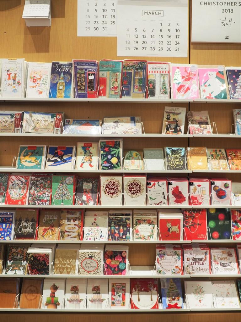 un incroyable choix de cartes à Itoya dans le quartier de Ginza