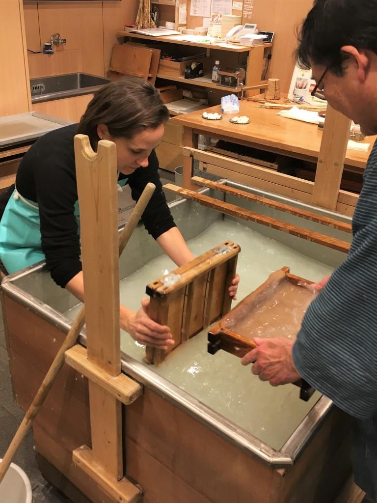 apprendre à fabriquer du papier washi au Japon