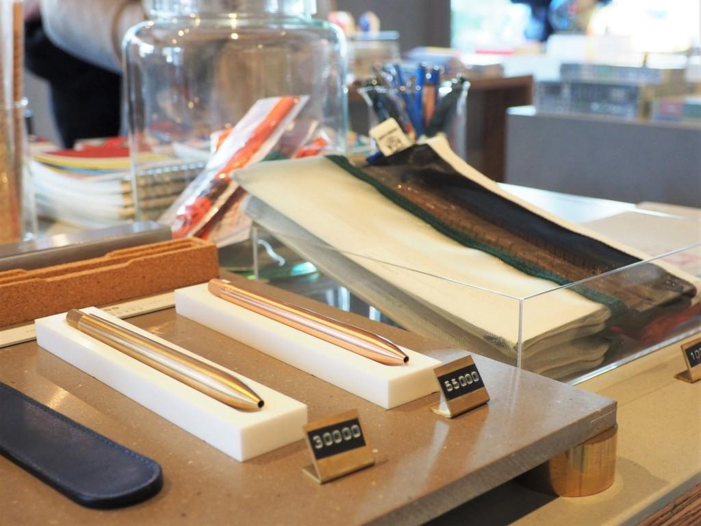 de magnifiques stylos dans une papeterie au Japon