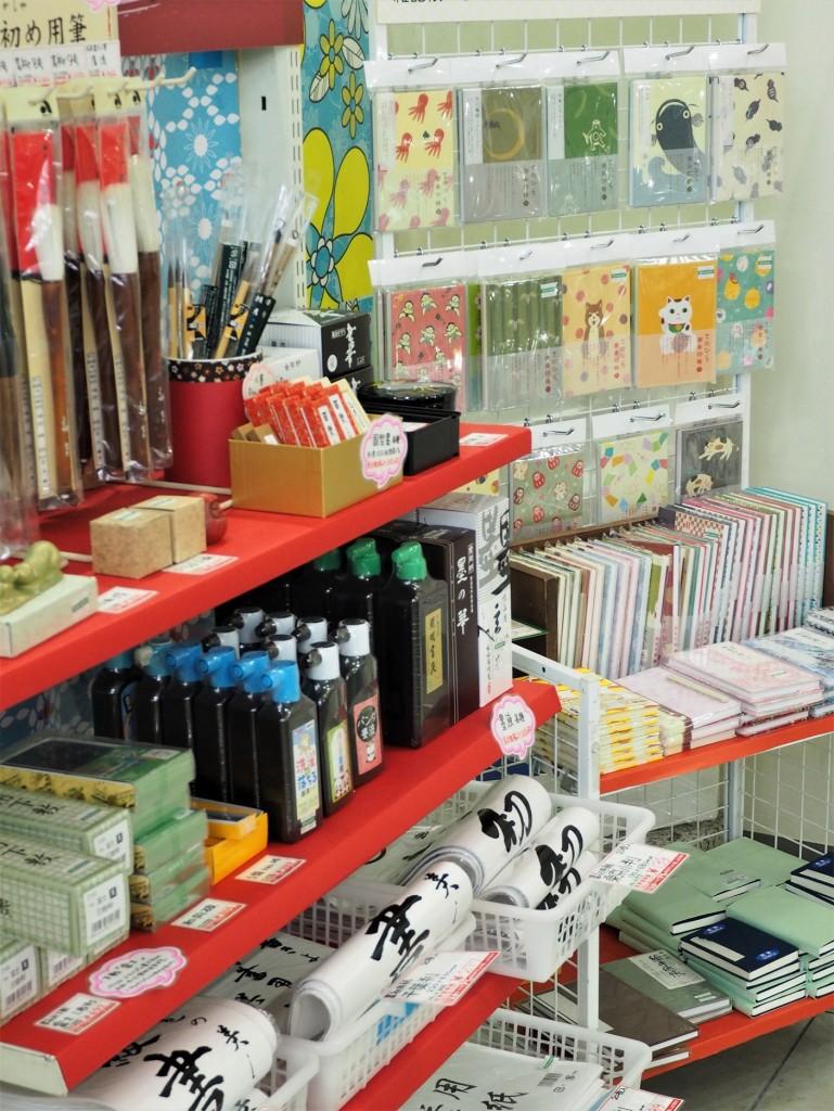 encre crayons et pastels dans uen boutique d'art à Tokyo