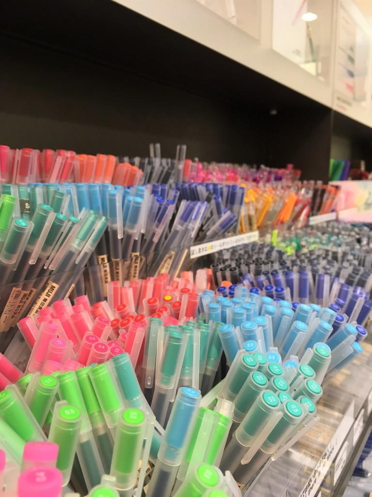 des stylos à muji, une papeterie au Japon