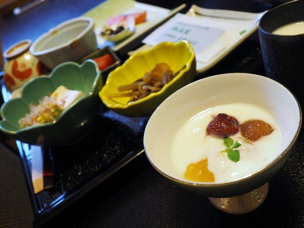 plats d'un petit déjeuner japonais