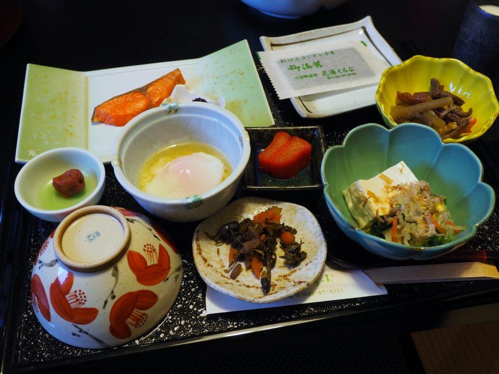 petit déjeuner traditionnel japonais dans un ryokan