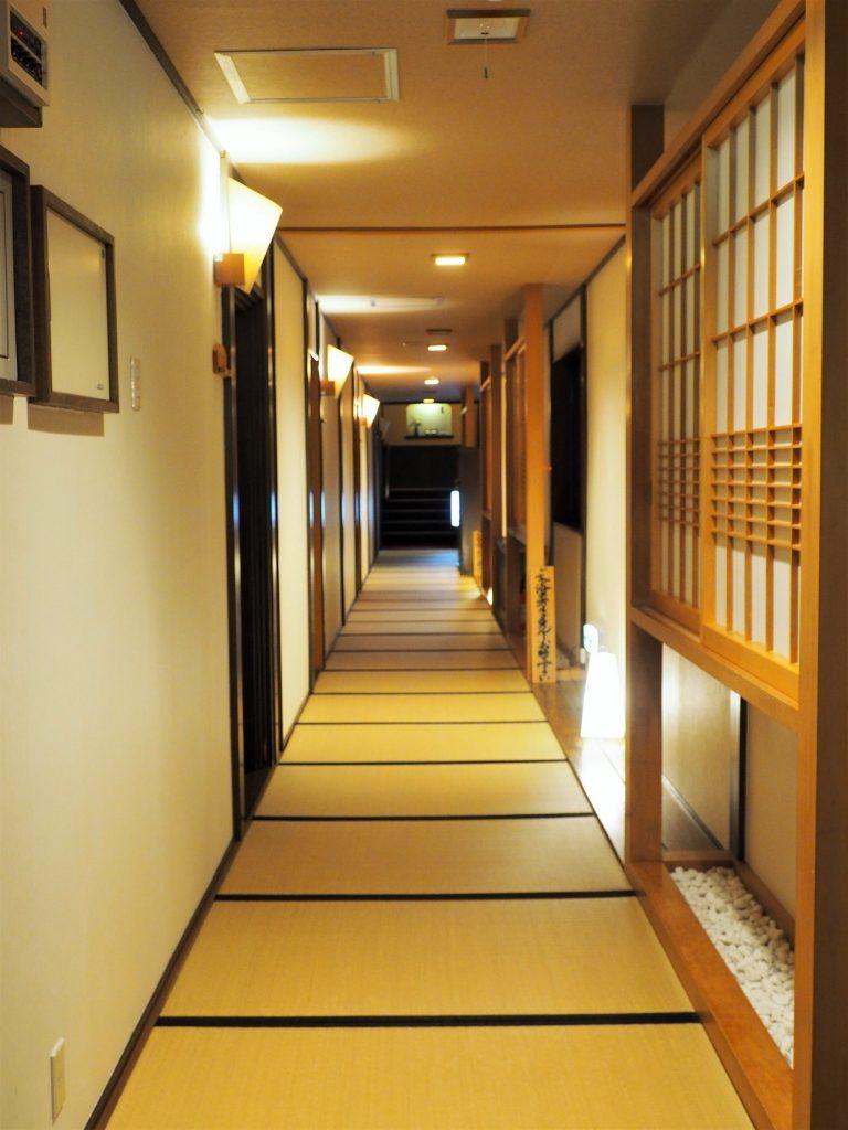 intérieur d'un ryokan à oyasukyo onsen