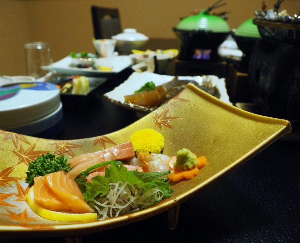 sashimis d'un dîner kaiseki à oyasukyo onsen