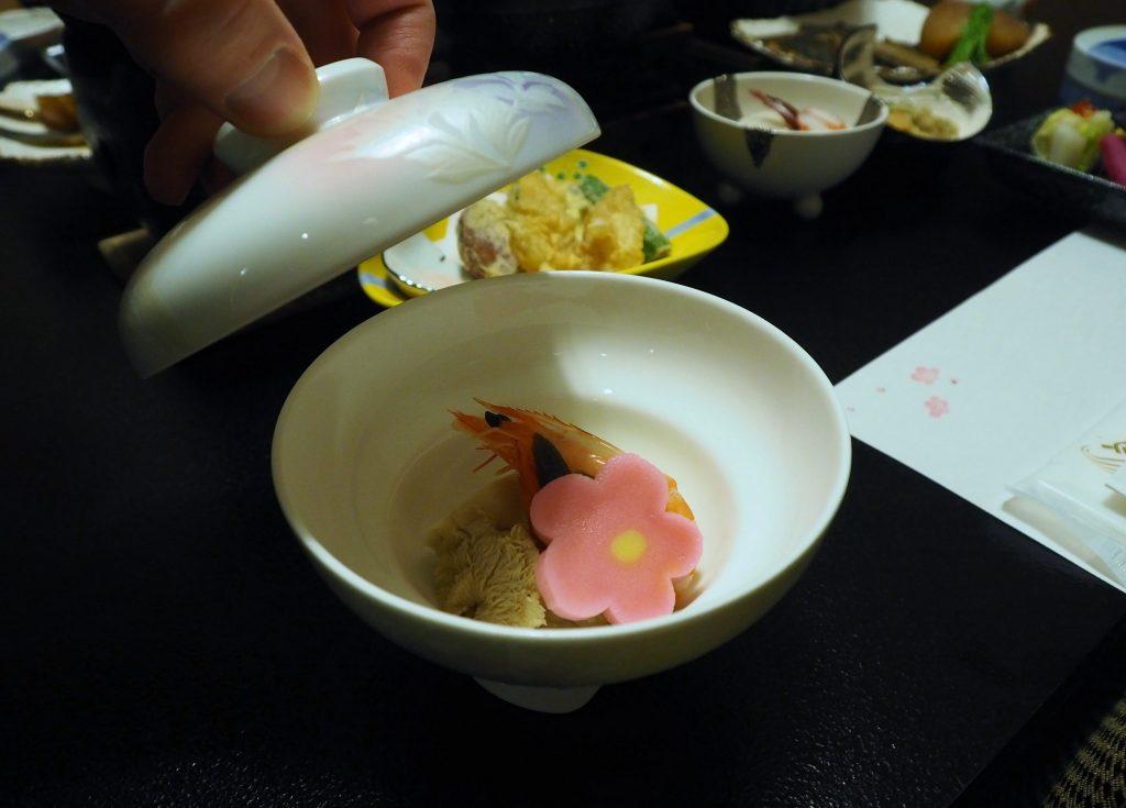 un repas kaiseki se compose de nombreux plats