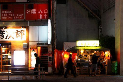 Yatai dans une rue à Fukuoka, Kyushu, Japon