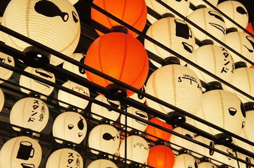 Les lanternes de la façade de Ippudo ramen, Fukuoka, Kyushu, Japon