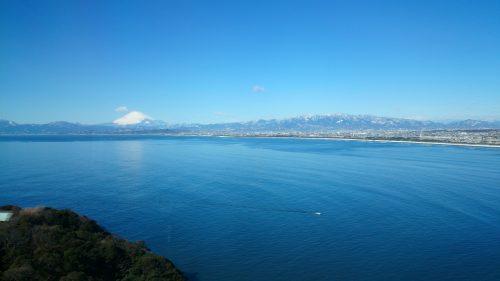 Vue sur le Mont Fuji depuis le haut de l'Enoshima Sea Candle