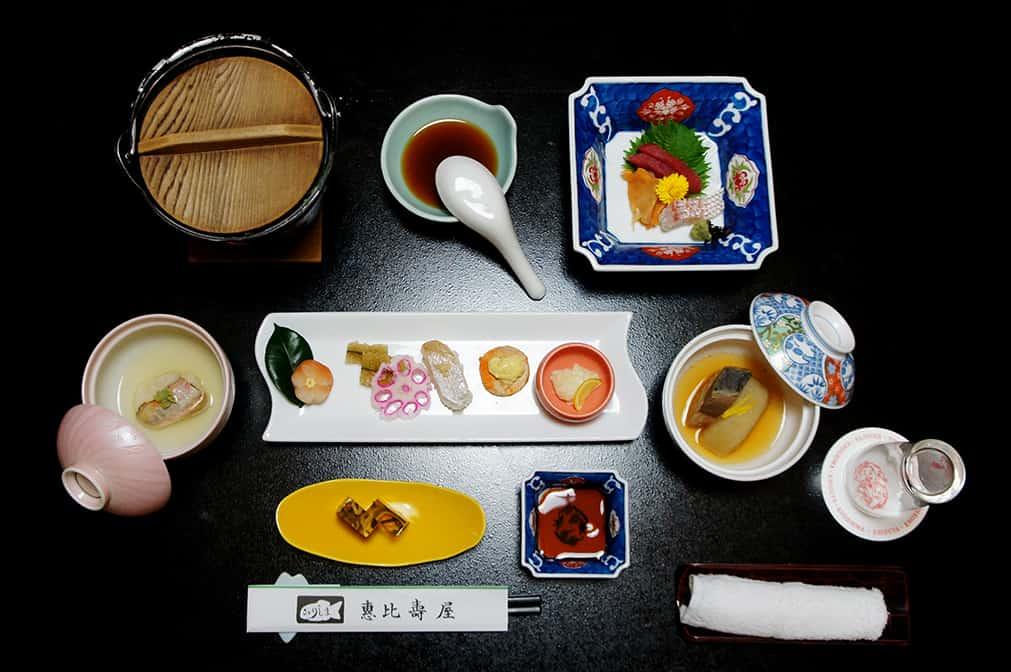 Une nuit historique au <em></noscript>ryokan</em> Ebisuya à Enoshima
