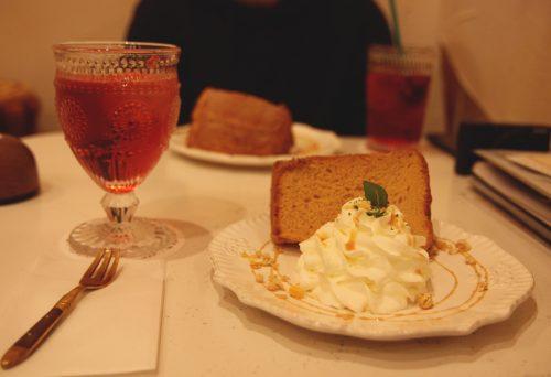 Douceurs au menu du café Temari no Oshiro dans le quartier de Kichijoji à Tokyo, Japon