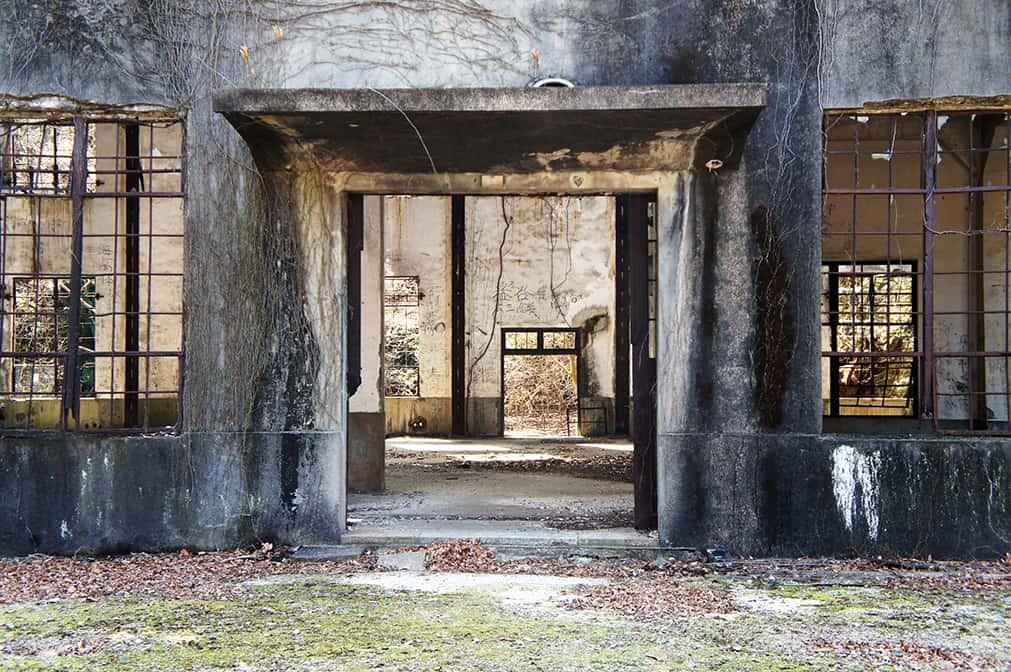 Vue sur l'intérieur des ruines de la centrale électrique