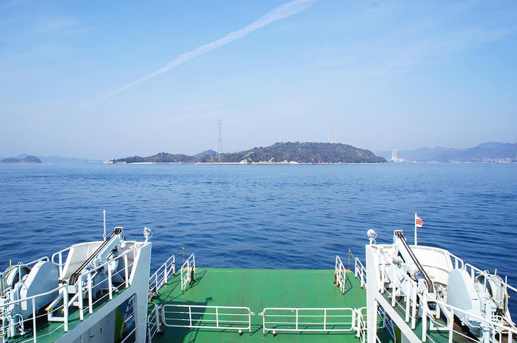 Vue sur l'île d'Okunoshima depuis le ferry
