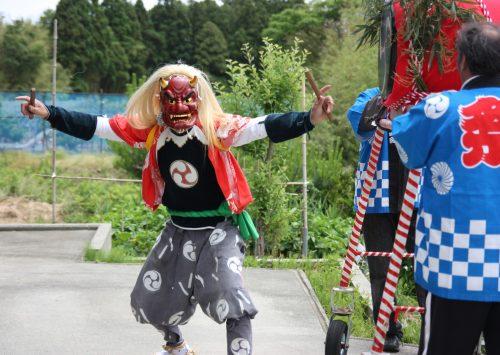 Démon femelle au festival de Ondeko sur l'île de Sado, Préfecture de Niigata, Japon