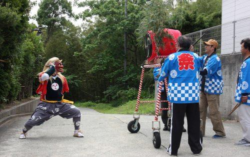 Danse des démons au festival de Ondeko sur l'île de Sado, Préfecture de Niigata, Japon