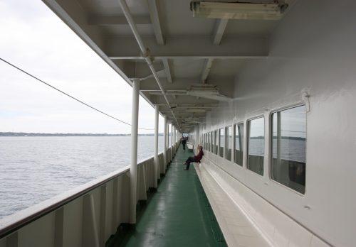 Les ferrys de Sado Kisen font le trajet depuis Niigata jusqu'au port de Ryotsu sur l'île de Sado plusieurs fois par jour.