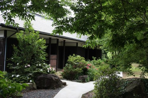 L'accès aux chambres du ryokan Hananoki Inn sur l'île de Sado, dans la Préfecture de Niigata, Japon