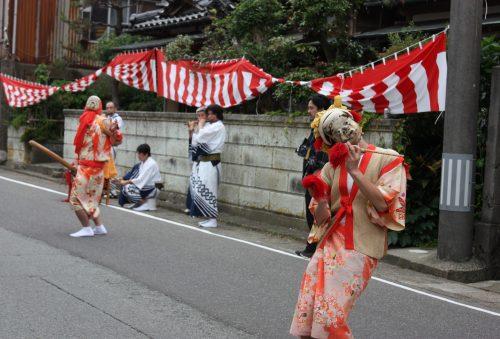 Danse de la fertilité au festival d'Hamochi sur l'île de Sado, dans la Préfecture de Niigata, Japon