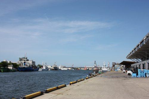 Quai longeant le Pier Bandai à Niigata, au Japon