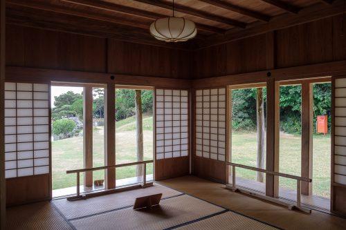 Dans l'ancienne résidence royale du jardin Shikinaen à Naha dans la Préfecture d'Okinawa, Japon
