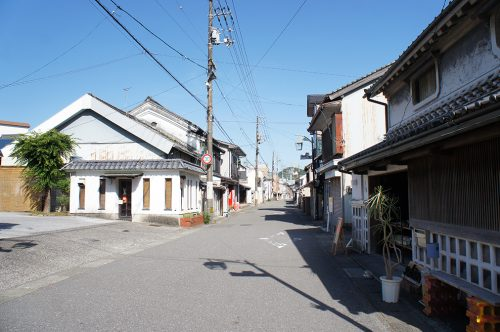 Ruelles du village d'Ino menant au Musée du Papier Tosa Washi dans la Préfecture de Kochi, Japon