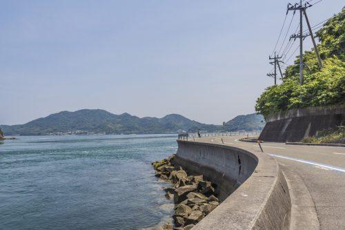 Longer la Mer Intérieure de Seto depuis la Shimanami Kaido, dans la région de Setouchi au Japon