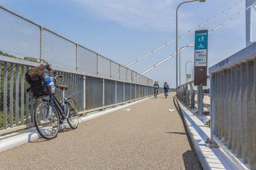 Passage sur l'un des ponts de la Shimanami Kaido, dans la région de Setouchi au Japon