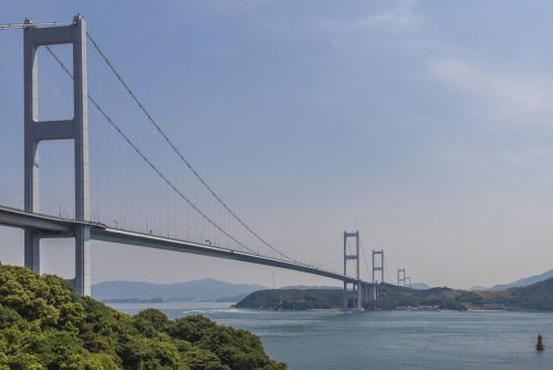 L'un des ponts de la Shimanami Kaido, dans la région de Setouchi au Japon