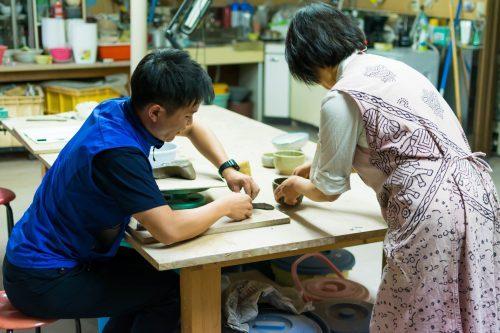Cours de poterie à l'atelier Hokujigama à Koshimizu, Hokkaido, Japon