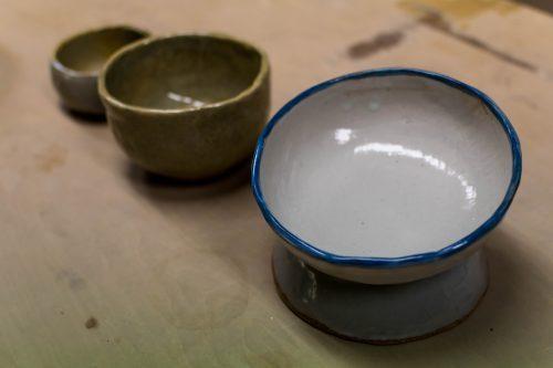 Créations présentées à l'atelier de poterie Hokujigama à Koshimizu, Hokkaido, Japon