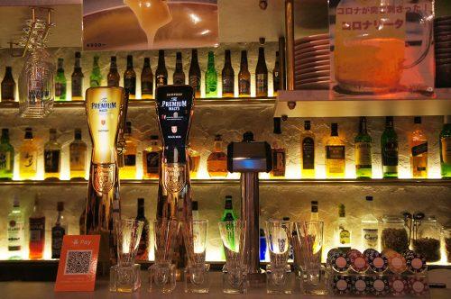 Bières artisanales dans un pub du Karasuma Bar Yokocho, Kyoto, Japon