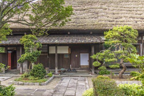 Entrée de l'auberge Goushikan près de Murakami dans la préfecture de Niigata, Japon