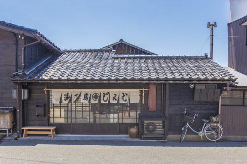 Atelier de sculpture et laque sur bois dans la ville de Murakami près de Niigata, Japon