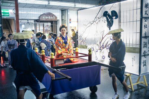 Défilé des habitants lors du festival de Tanabata à Yuzawa, préfecture d'Akita, Japon