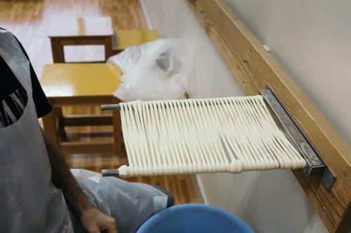 Première étape de confection d'Inaniwa udon à Yuzawa, préfecture d'Akita, Japon