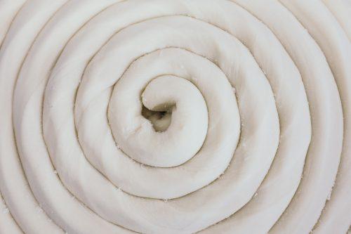 La pâte pour préparer les Inaniwa udon à Yuzawa, préfecture d'Akita, Japon