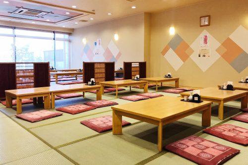 Salle à manger du ryokan Riraku de la ville de Toon, préfecture d'Ehime, Japon
